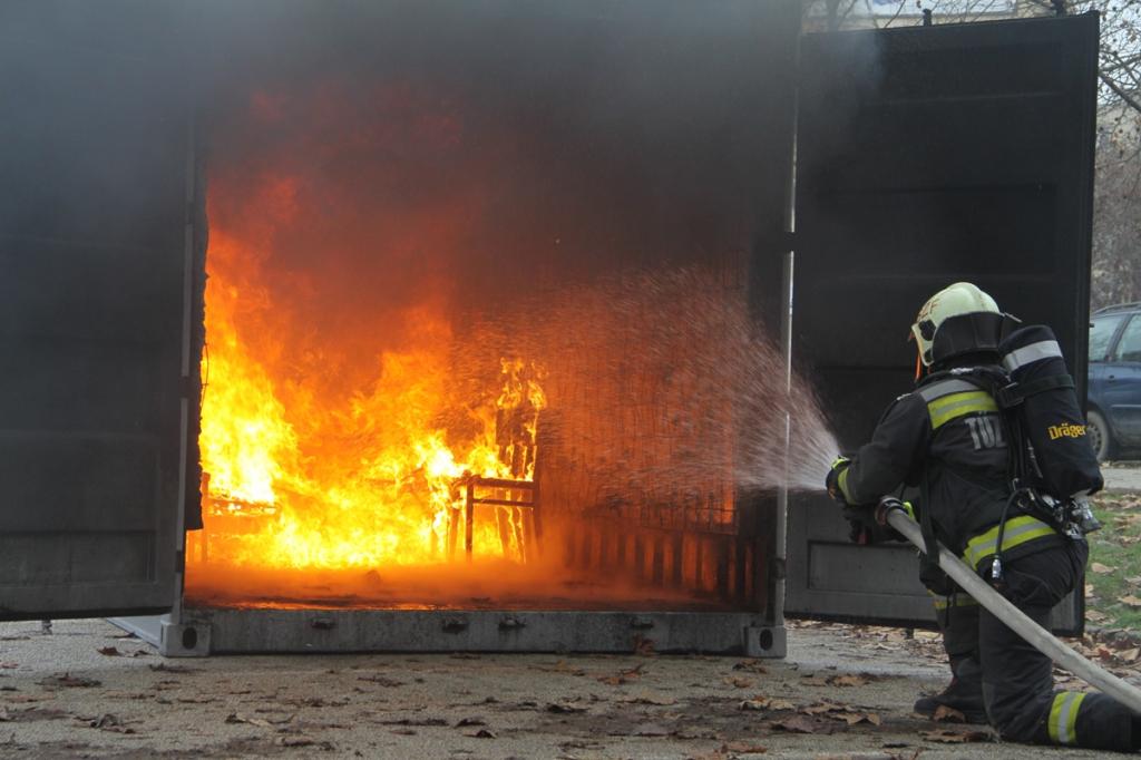 Karácsonyfa miatt égett ki egy szoba Székesfehérváron