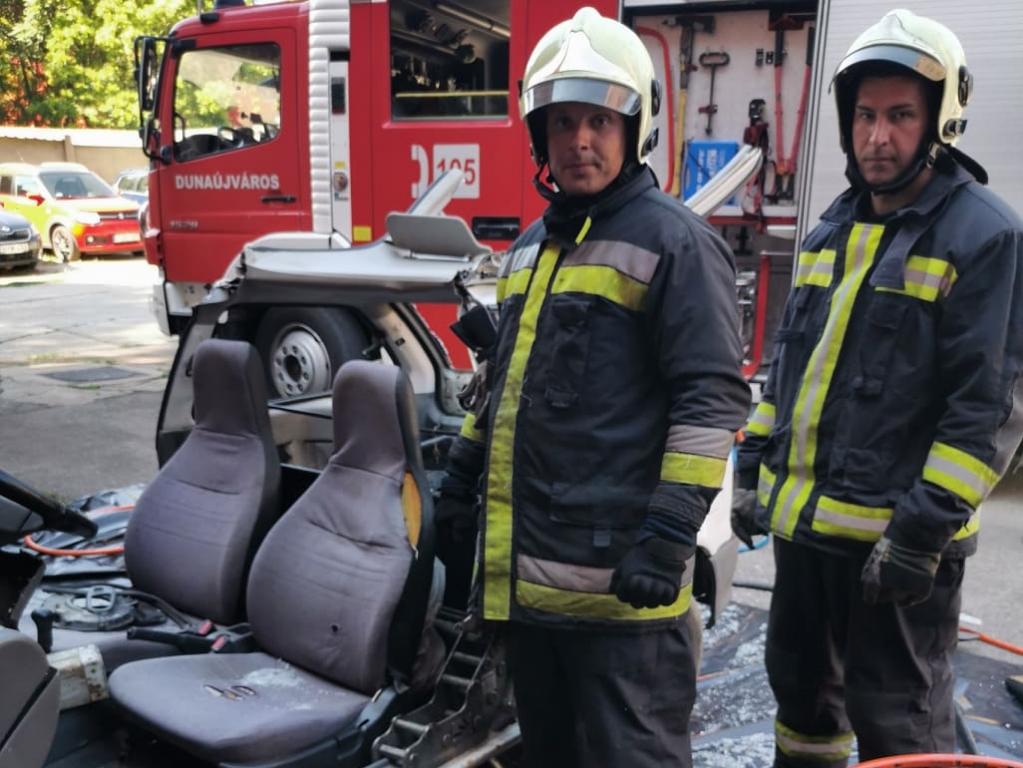 Feszítővágóval gyakoroltak a tűzoltók