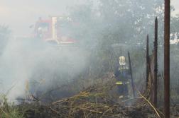 Elégett kerítés és füst