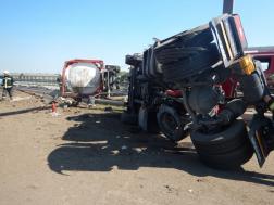 Leszakadt tartály és a nyerges vontató