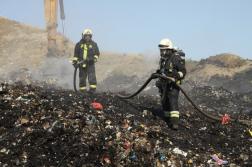 Tűzoltók oltás közben