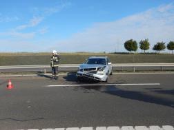 Úton keresztbe fordult autó és egy tűzoltó